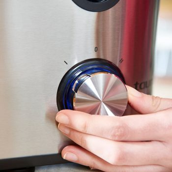 Detalle controles licuadora centrifugación Taurus 924.720 Liquafruits